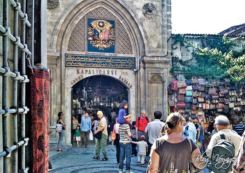 Вход в Гранд-Базар (Капалы Чарши) в Стамбуле
