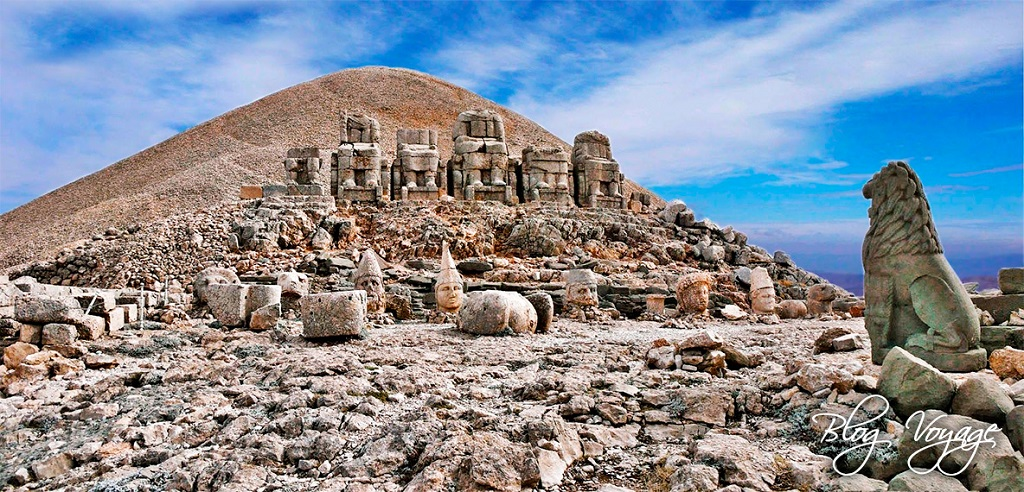 Гора Немрут в Турции.