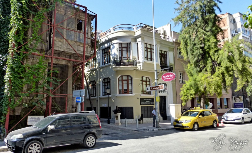Вход на улицу Дарио Морено, ведущую к Асансёру