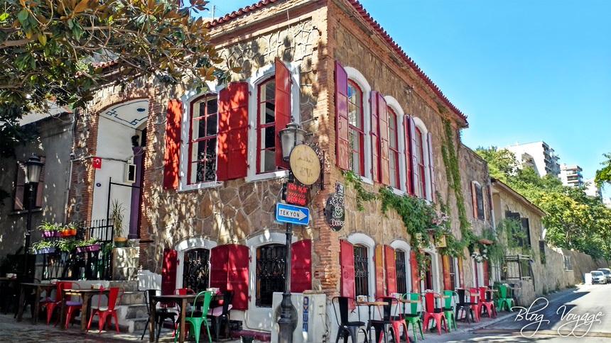 Кафе на улице Дарио Морено в Измире