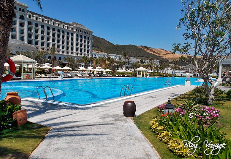Вид на бассейн отеля Винперл
