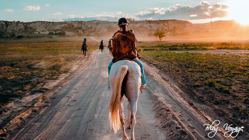 Каппадокия, чем заняться - прогулка на лошадях