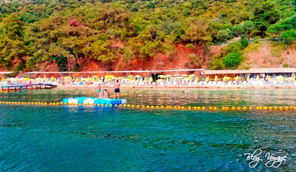 Пляж в бухте Халик на Бююкаде (Halik Koyu Beach)