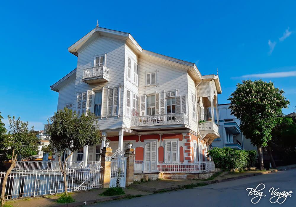 Красивые деревянные дома на Принцевых островах, Стамбул
