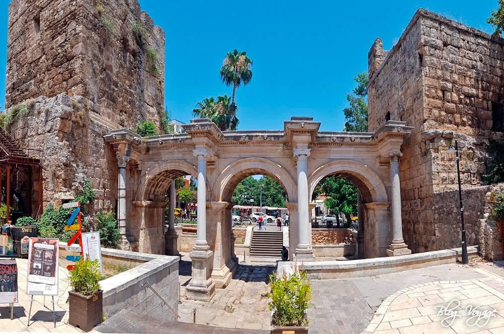 Ворота Адриана, старый город Калеичи, Анталья